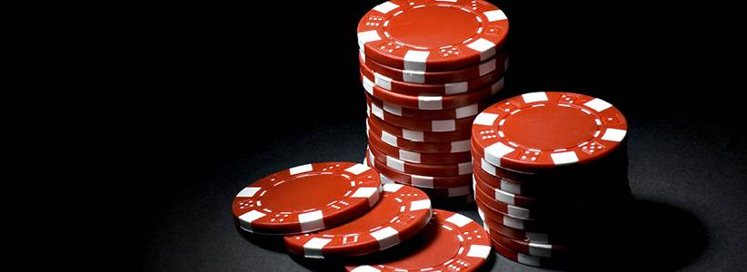 If you want to be a good single-table tournament poker player, you have to know how to avoid the mistakes that the rest of the people playing in the event are likely to make.